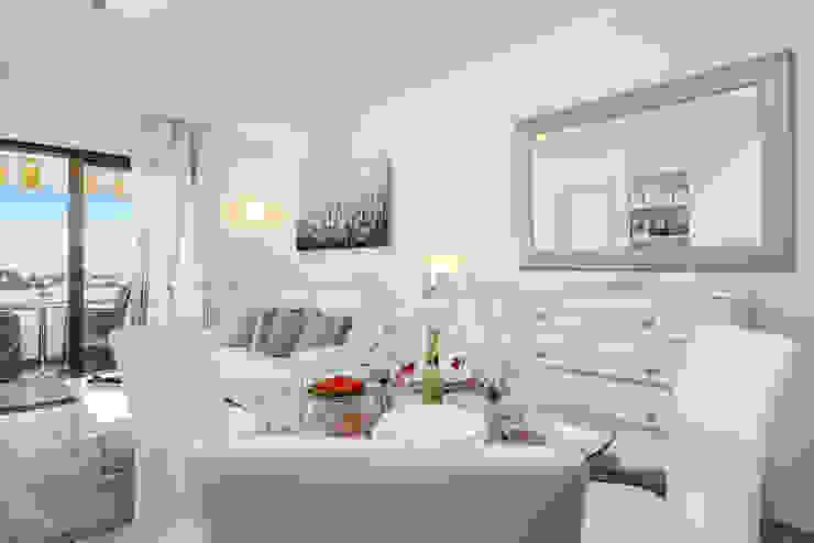 Scandinavian style living room by Espacios y Luz Fotografía Scandinavian