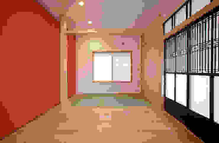和室スペース モダンデザインの リビング の 戸田晃建築設計事務所 モダン 木 木目調