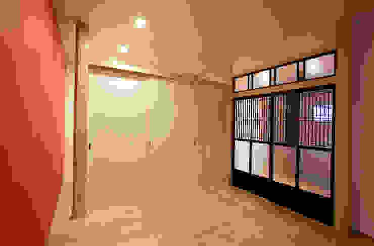 和室 モダンデザインの リビング の 戸田晃建築設計事務所 モダン 木 木目調
