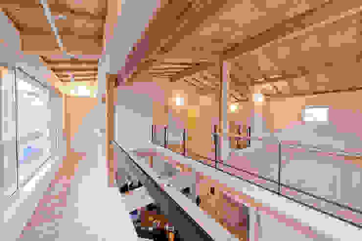 2階南面に配したインナーバルコニー 北欧デザインの テラス の 合同会社negla設計室 北欧