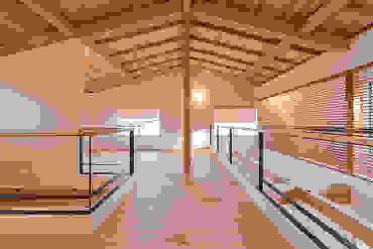 暮らしの変化に対応した可変性のある2階ホール 北欧デザインの 多目的室 の 合同会社negla設計室 北欧
