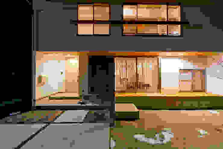 外からの目線を気にせずに過ごせるプライベートな庭 北欧風 家 の 合同会社negla設計室 北欧