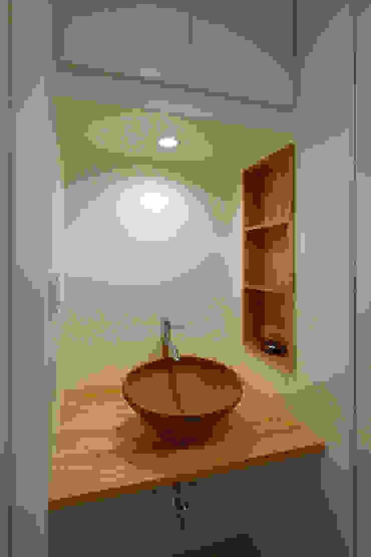 洗面手洗い モダンスタイルの お風呂 の OARK一級建築士事務所 モダン