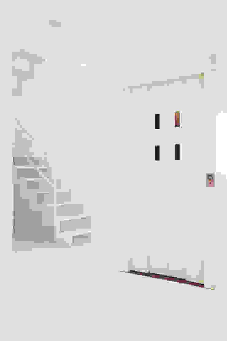 エレベーター、階段 モダンスタイルの 玄関&廊下&階段 の OARK一級建築士事務所 モダン
