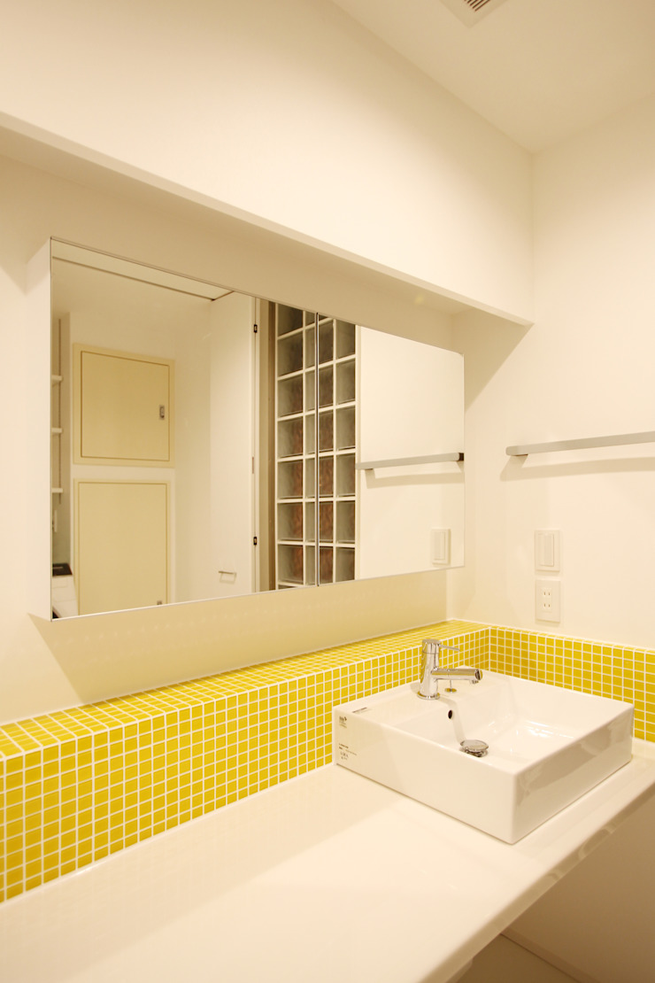 洗面室 モダンスタイルの お風呂 の OARK一級建築士事務所 モダン