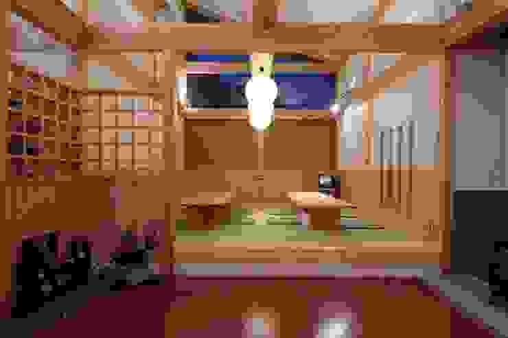 大河内温泉いのゆ 和風デザインの 多目的室 の AMI ENVIRONMENT DESIGN/アミ環境デザイン 和風