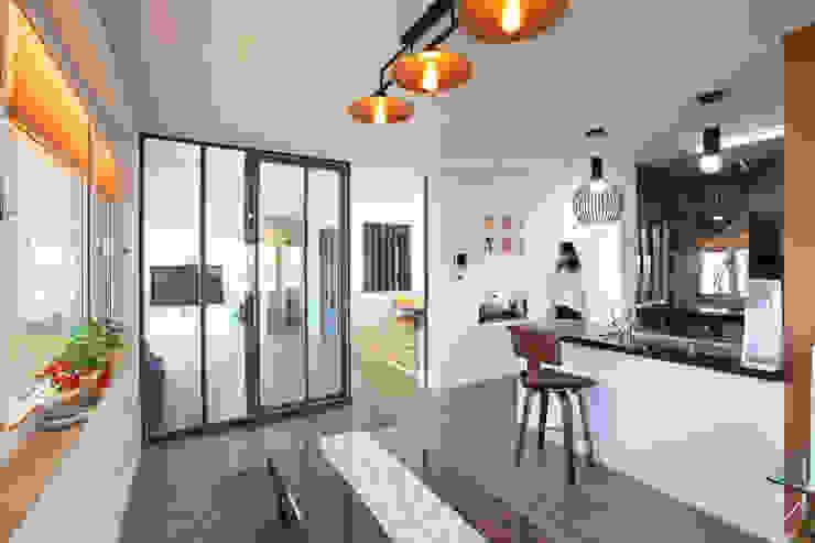 응접실 모던스타일 다이닝 룸 by 주택설계전문 디자인그룹 홈스타일토토 모던