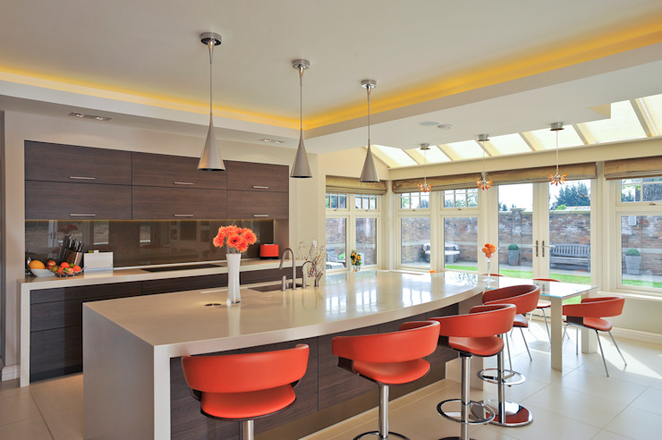 Beech Kitchen by Diane Berry Kitchens Modern