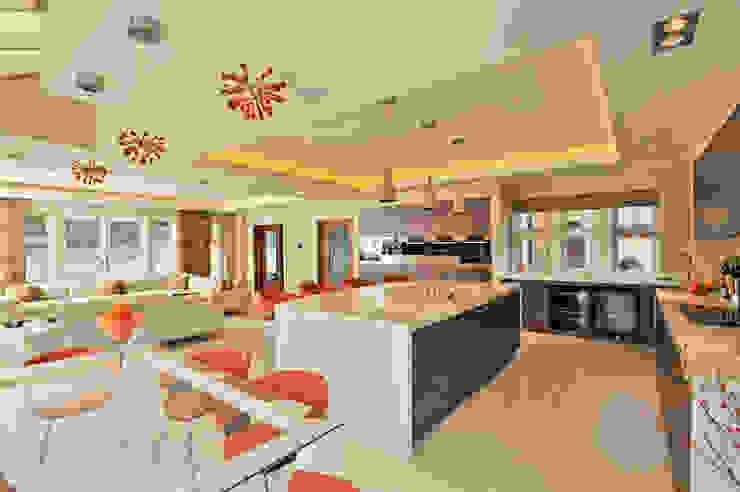 Beech Kitchen Modern kitchen by Diane Berry Kitchens Modern