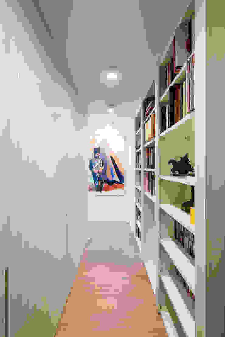 PRIVATE APARTMENT_MNG Ingresso, Corridoio & Scale in stile eclettico di cristianavannini | arc Eclettico