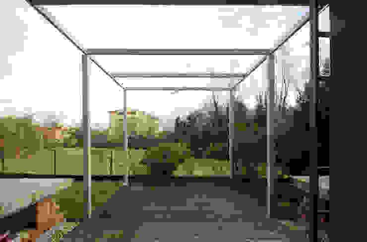 STUDIO DI ARCHITETTURA RAFFIN Moderner Balkon, Veranda & Terrasse Metall