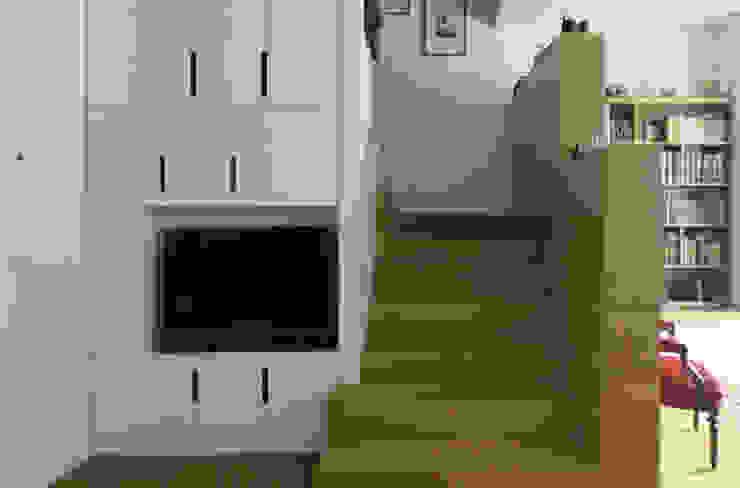 STUDIO DI ARCHITETTURA RAFFIN WohnzimmerAufbewahrung Holz
