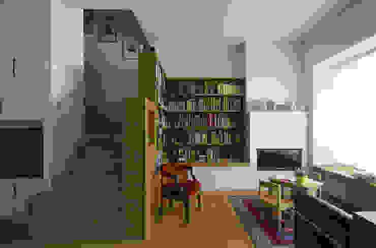 STUDIO DI ARCHITETTURA RAFFIN WohnzimmerKamin und Zubehör Holz