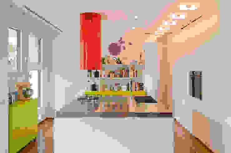 PRIVATE APARTMENT_ROS Cucina moderna di cristianavannini | arc Moderno