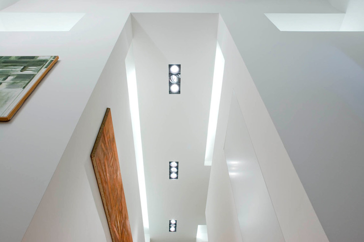 Modern Corridor, Hallway and Staircase by cristianavannini | arc Modern
