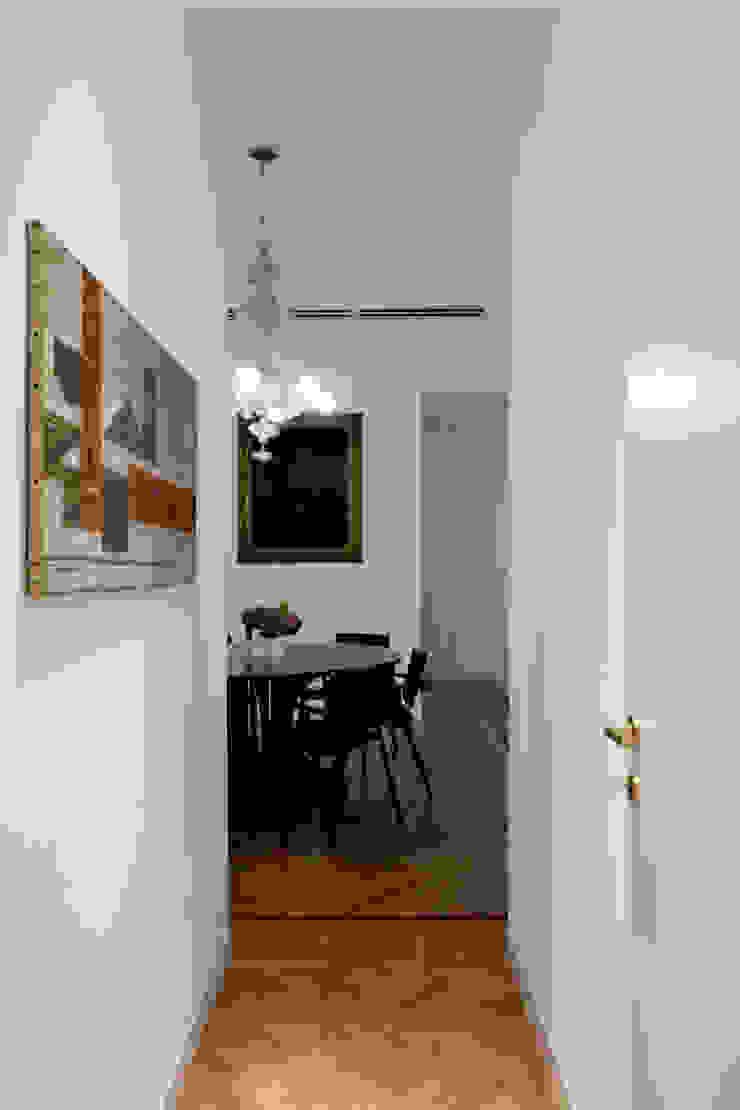 PRIVATE APARTMENT_BO Sala da pranzo moderna di cristianavannini | arc Moderno