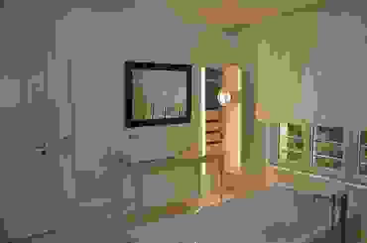 Baños de estilo  por  ARNOLD-Möbelmanufaktur GmbH & Co. KG - Finest Interiors