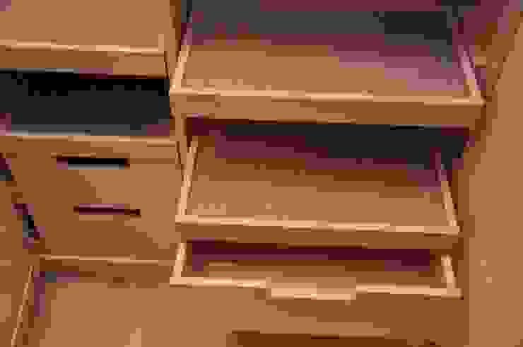 Private Villa di ARNOLD-Möbelmanufaktur GmbH & Co. KG - Finest Interiors Moderno Legno massello Variopinto