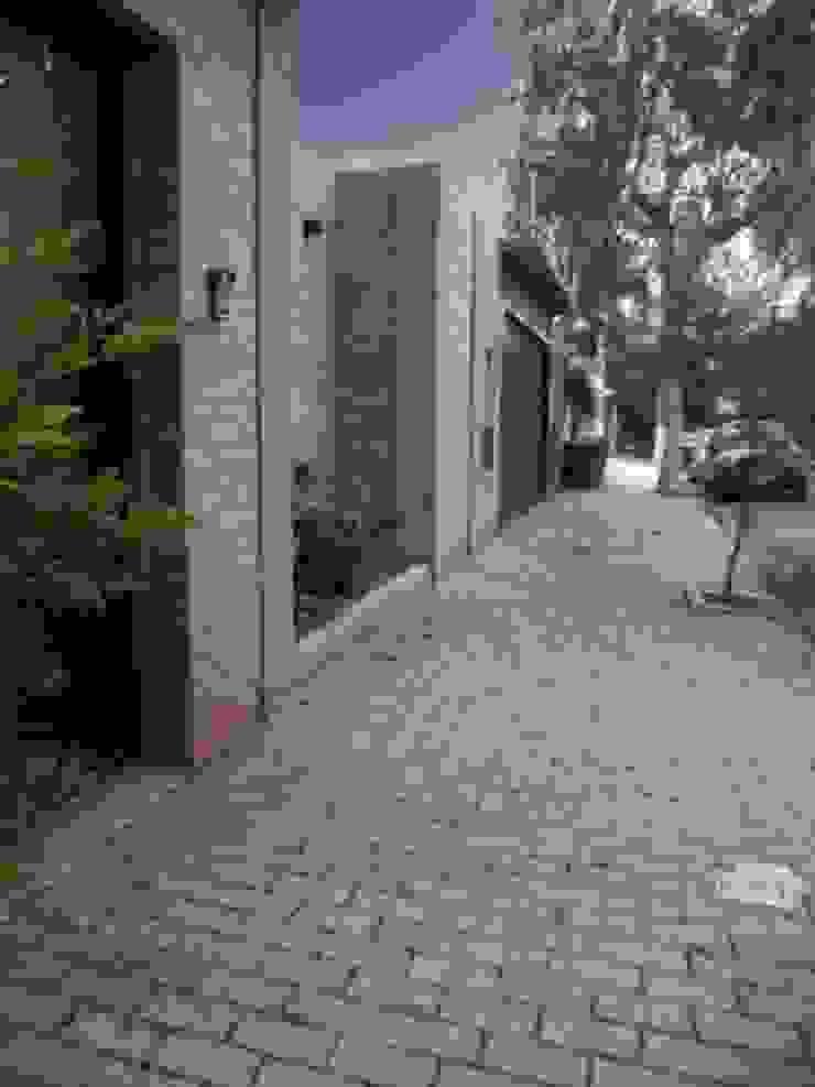 FACHADA RESIDENCIAL Casas rústicas por THACO. Arquitetura e Ambientes Rústico