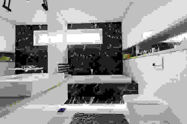 Bathroom by STUDIO ROGACKI