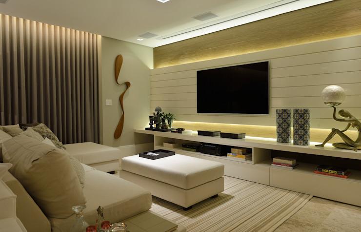 Media room by Bastos & Duarte,