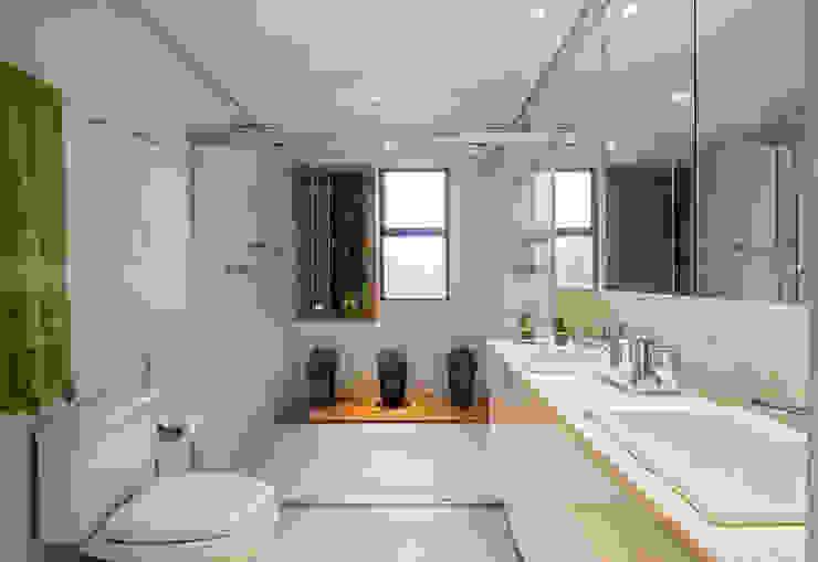 Phòng tắm phong cách hiện đại bởi Laura Santos Design Hiện đại