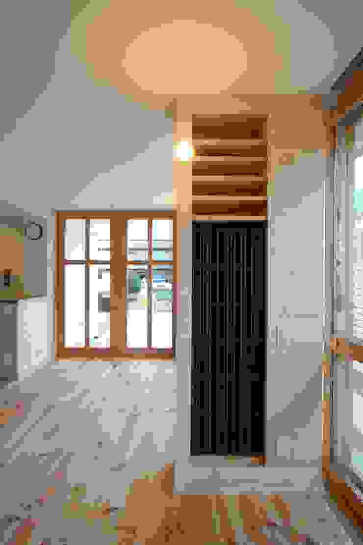 名古屋グローリアスチャペル モダンスタイルの 玄関&廊下&階段 の 池戸建築事務所 モダン