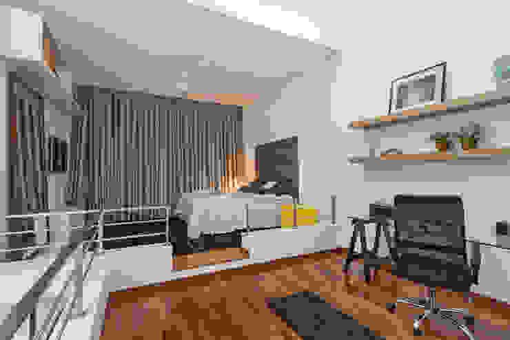 Loft Duplex Laura Santos Design Escritórios modernos