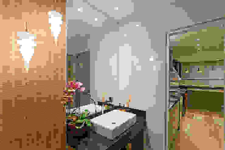 Projeto Cobertura Banheiros modernos por Laura Santos Design Moderno