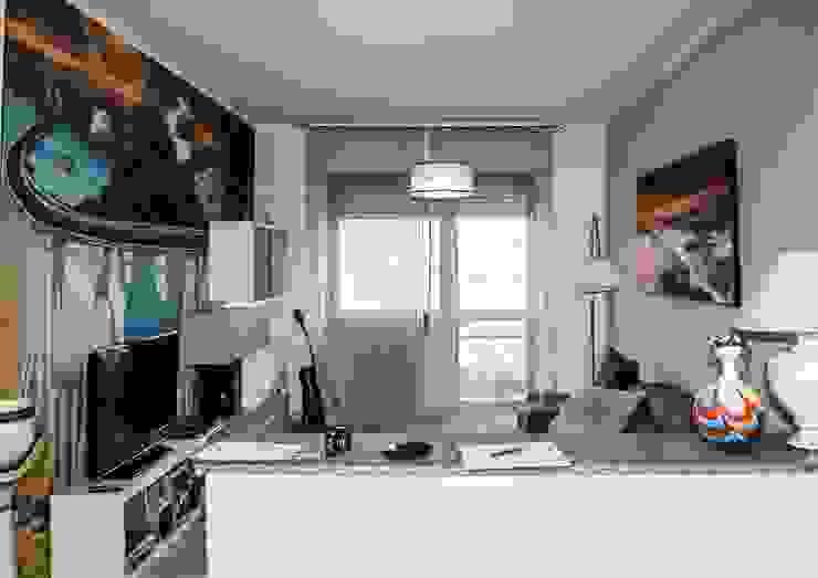 Livings modernos: Ideas, imágenes y decoración de ATELEON Moderno
