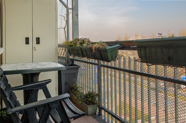Balcones y terrazas modernos: Ideas, imágenes y decoración de ATELEON Moderno