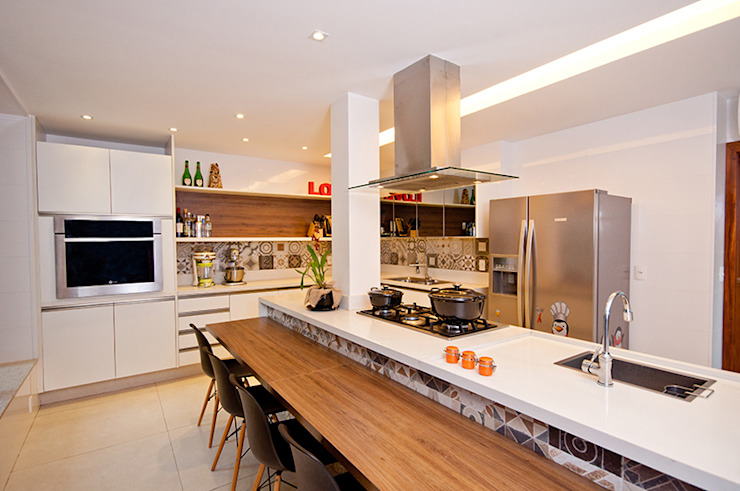 Kitchen by Adoro Arquitetura , Modern Wood Wood effect