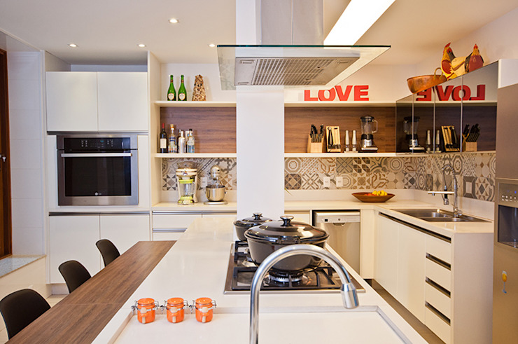 Modern style kitchen by Adoro Arquitetura Modern Wood Wood effect