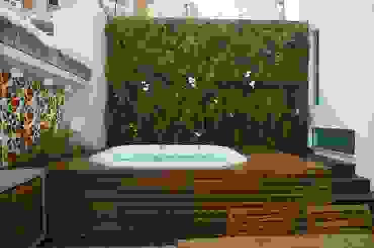 Casas de estilo moderno de Adoro Arquitetura Moderno Madera Acabado en madera