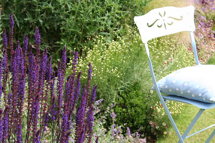 Town garden planting design Bea Ray Garden Design Ltd Modern garden