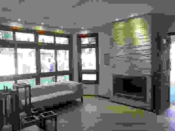 Sala da Lareira por Ana Luci Moro Arquitetura Rústico Madeira Acabamento em madeira