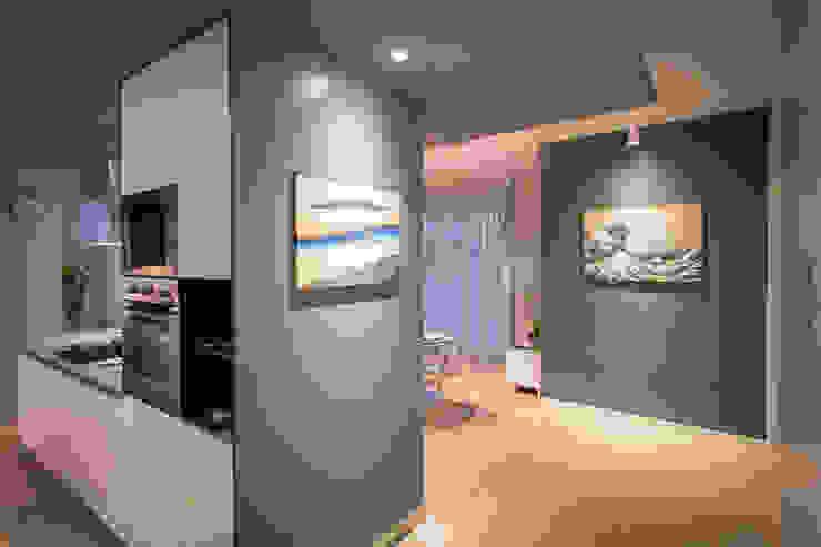 Modern corridor, hallway & stairs by davide pavanello _ spazi forme segni visioni Modern