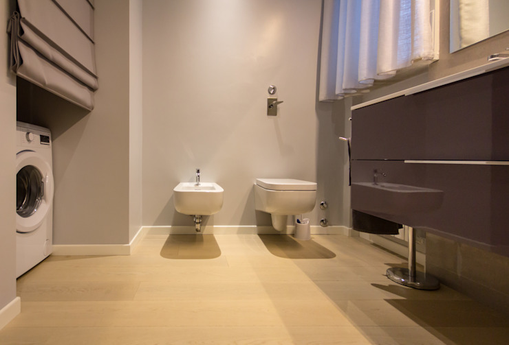 Modern bathroom by davide pavanello _ spazi forme segni visioni Modern