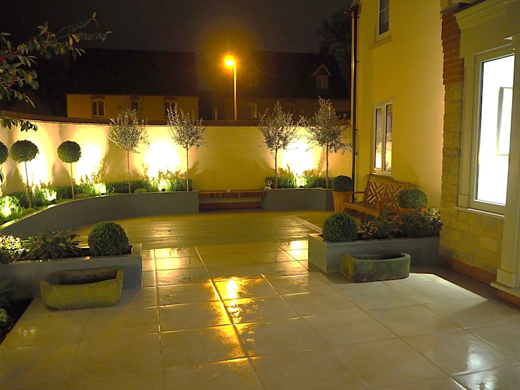 Garden design and build terrace, Bicester, Oxfordshire:  Garden by Decorum . London, Classic Ceramic