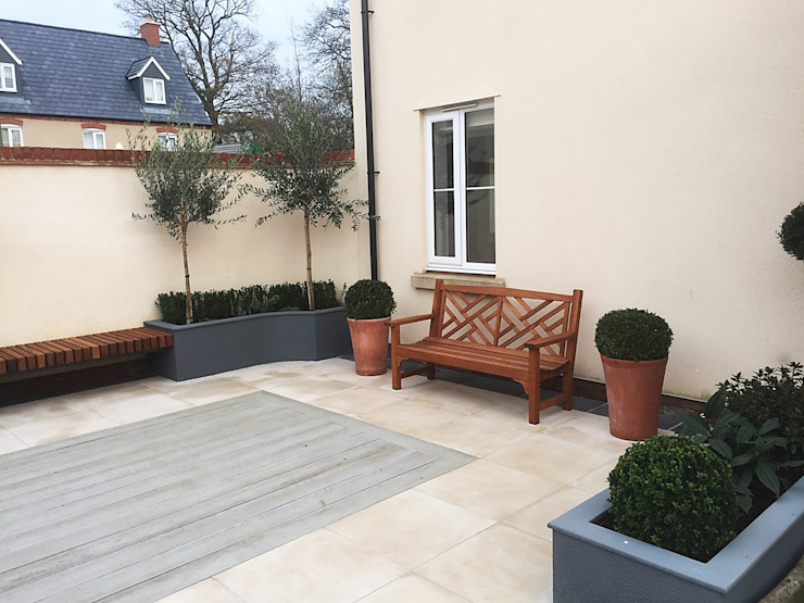 Garden design and build courtyard, Bicester, Oxfordshire 根據 Decorum . London 古典風 塑木複合材料