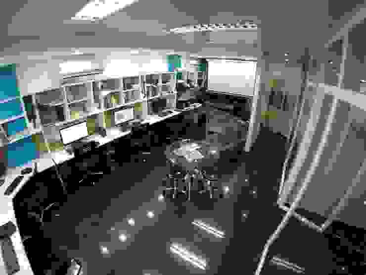 Área de Trabajo 5D Proyectos Salas de entretenimiento de estilo moderno
