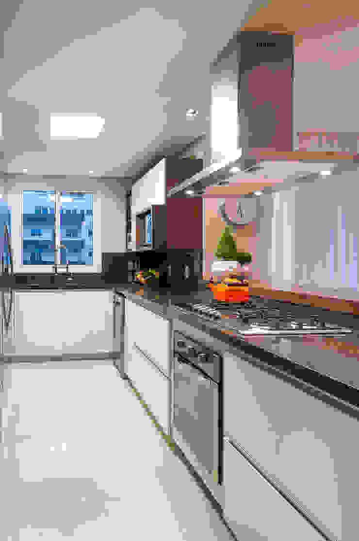 APARTAMENTO – CAXIAS DO SUL Cozinhas modernas por Manoela Arquiteta Moderno