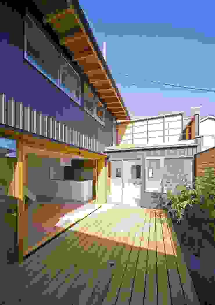 中庭デッキ オリジナルな 庭 の 早田雄次郎建築設計事務所/Yujiro Hayata Architect & Associates オリジナル 鉄/鋼
