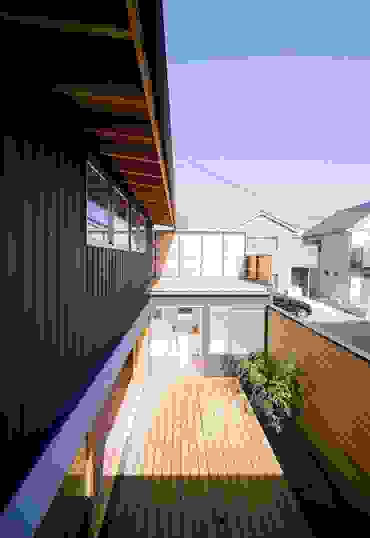 中庭デッキ オリジナルな 庭 の 早田雄次郎建築設計事務所/Yujiro Hayata Architect & Associates オリジナル