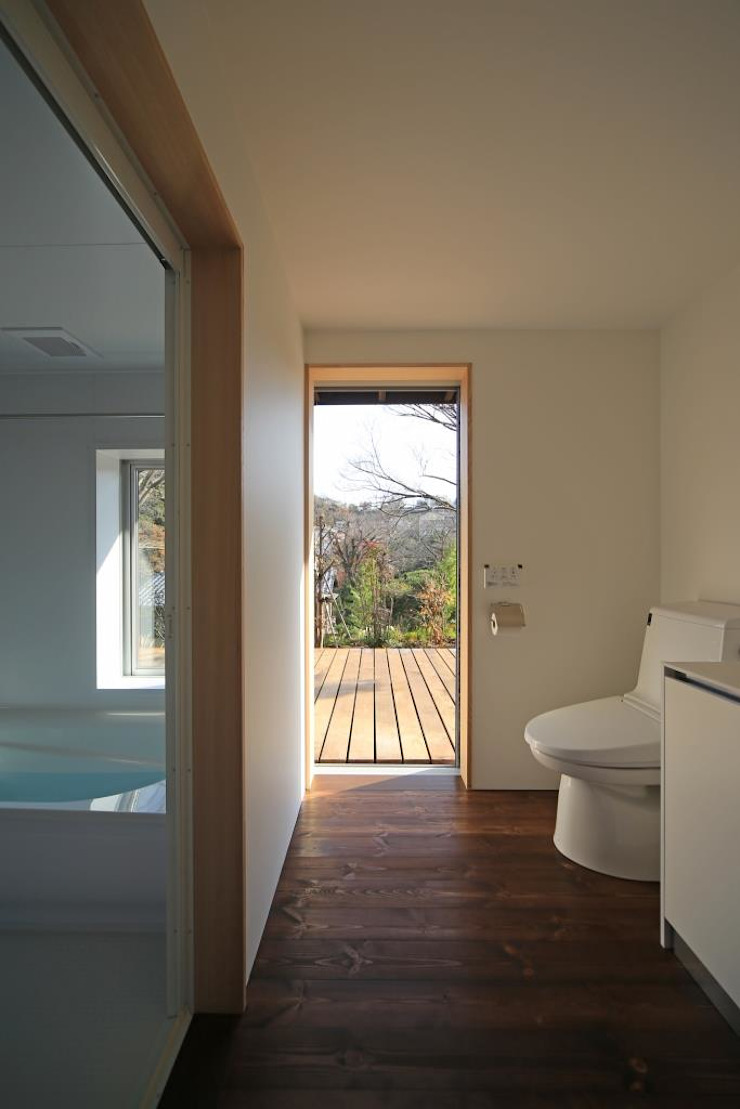 Eclectic style bathroom by 早田雄次郎建築設計事務所/Yujiro Hayata Architect & Associates Eclectic