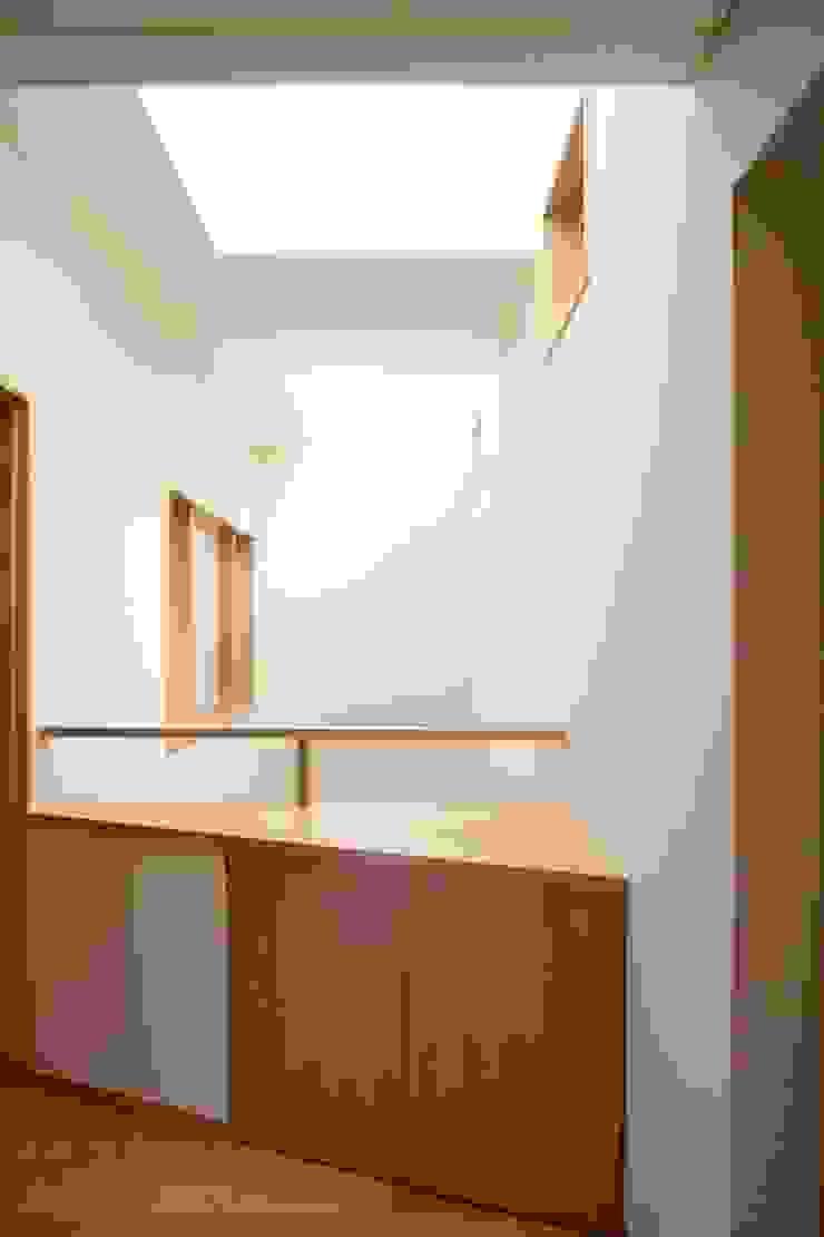 Moderne ramen & deuren van 中川龍吾建築設計事務所 Modern Massief hout Bont