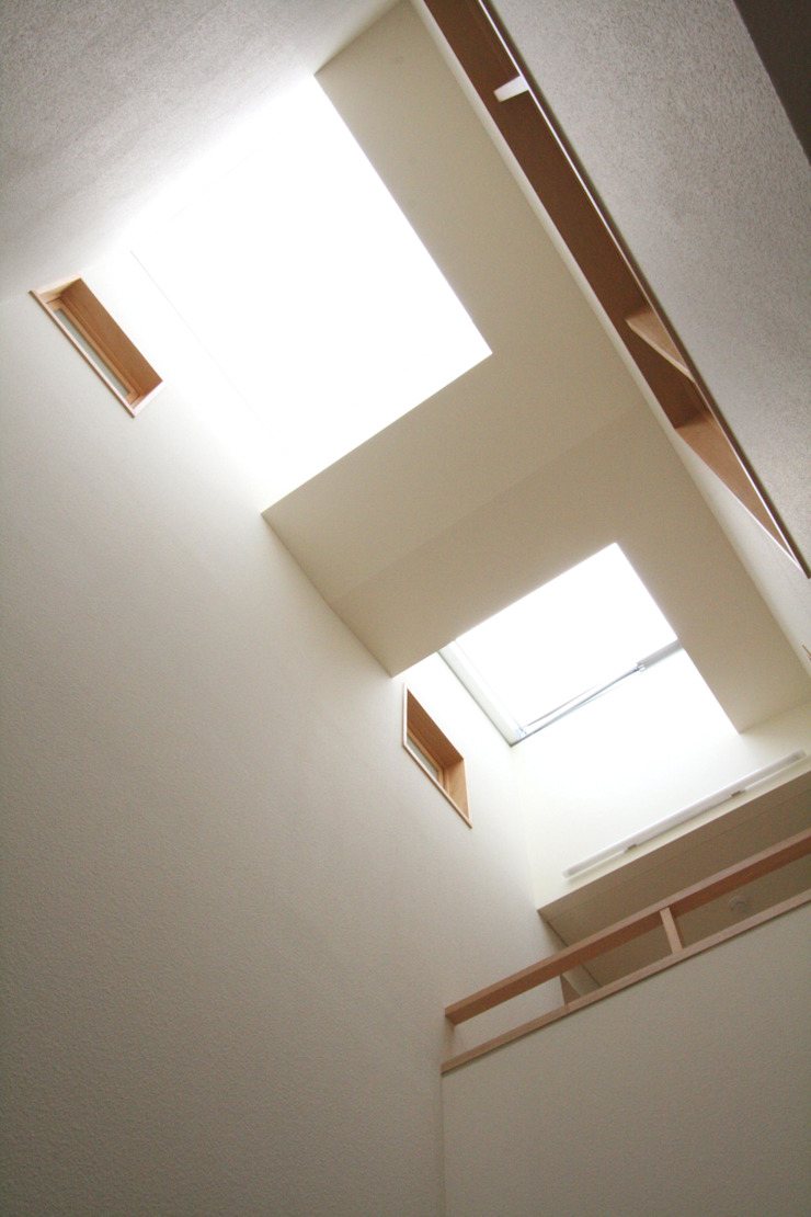 Scandinavische ramen & deuren van 中川龍吾建築設計事務所 Scandinavisch Glas