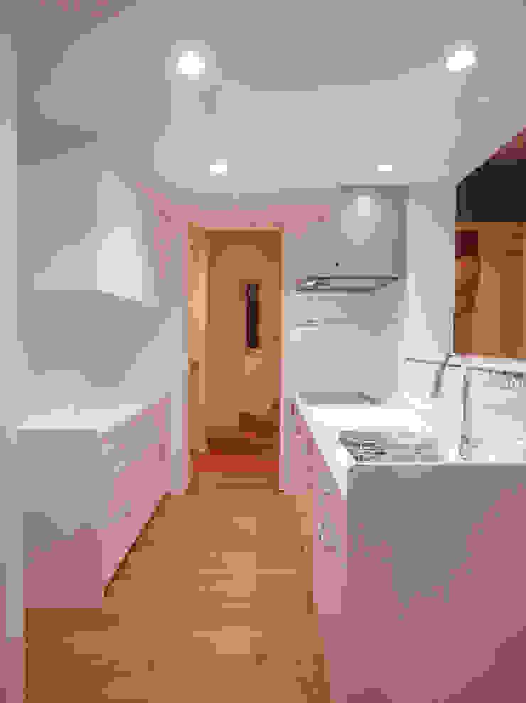 祐成大秀建築設計事務所 Scandinavian style kitchen White