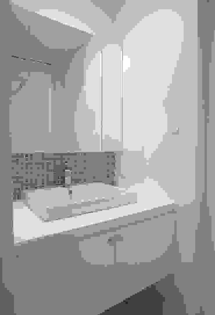 祐成大秀建築設計事務所 Scandinavian style bathroom Tiles White