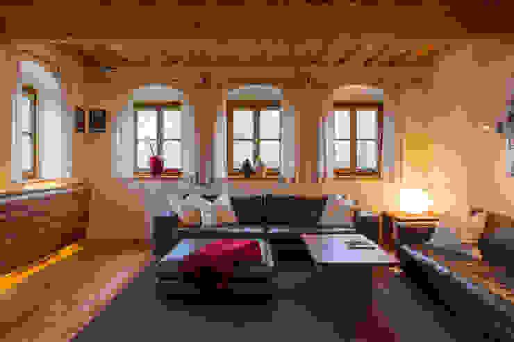 Wohnen in Reinkultur Rustikale Wohnzimmer von Jahn Gewölbebau Rustikal